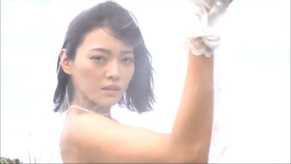 伊藤しほ乃 ノーブラエロ画像036